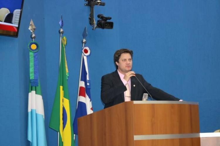 Presidente da Câmara de Vereadores André Bittencourt reivindica recapeamento na rua Manoel Pedro de Campos