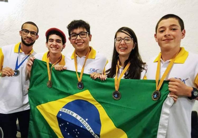 Brasileiros faturam ouro em olimpíada de astronomia e astronáutica