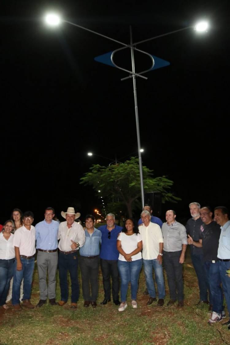 Prefeito Angelo Guerreiro inaugura iluminação de led na Avenida Antônio Trajano