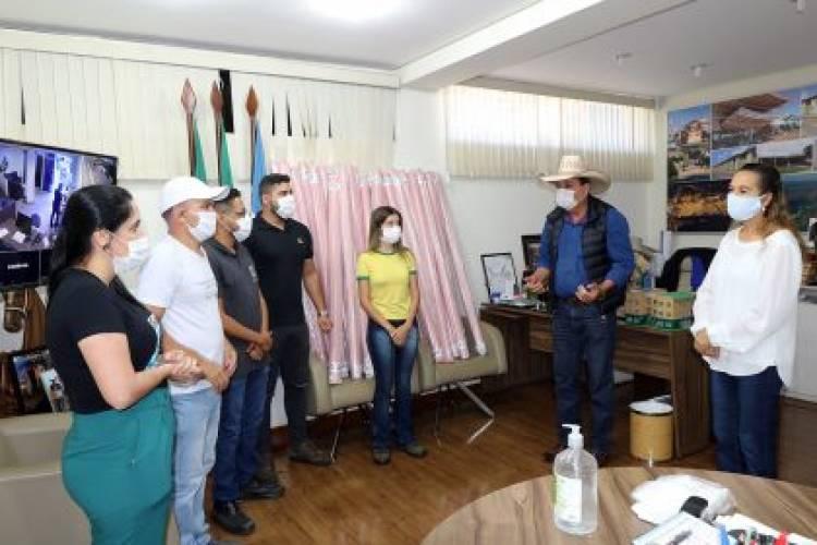 Prefeitura de Três Lagoas recebe doação de TNT de indústria têxtil
