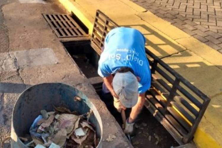 DENÚNCIA: Bueiros da área central de Três Lagoas são usados como depósito de lixo