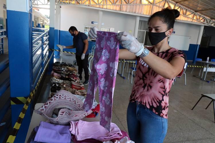 """Bazar Solidário – Escola Municipal """"Gentil Rodrigues Montalvão"""" continua doando roupas e calçados e arrecadando peças em bom estado"""