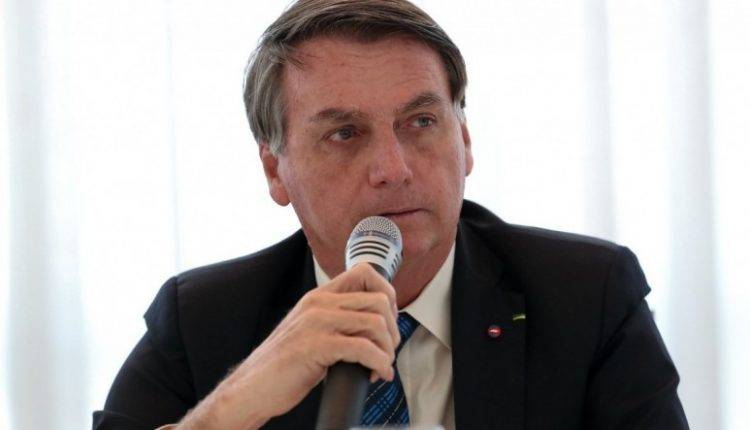 Bolsonaro anuncia auxílio de R$ 300 por mês até o final de 2020