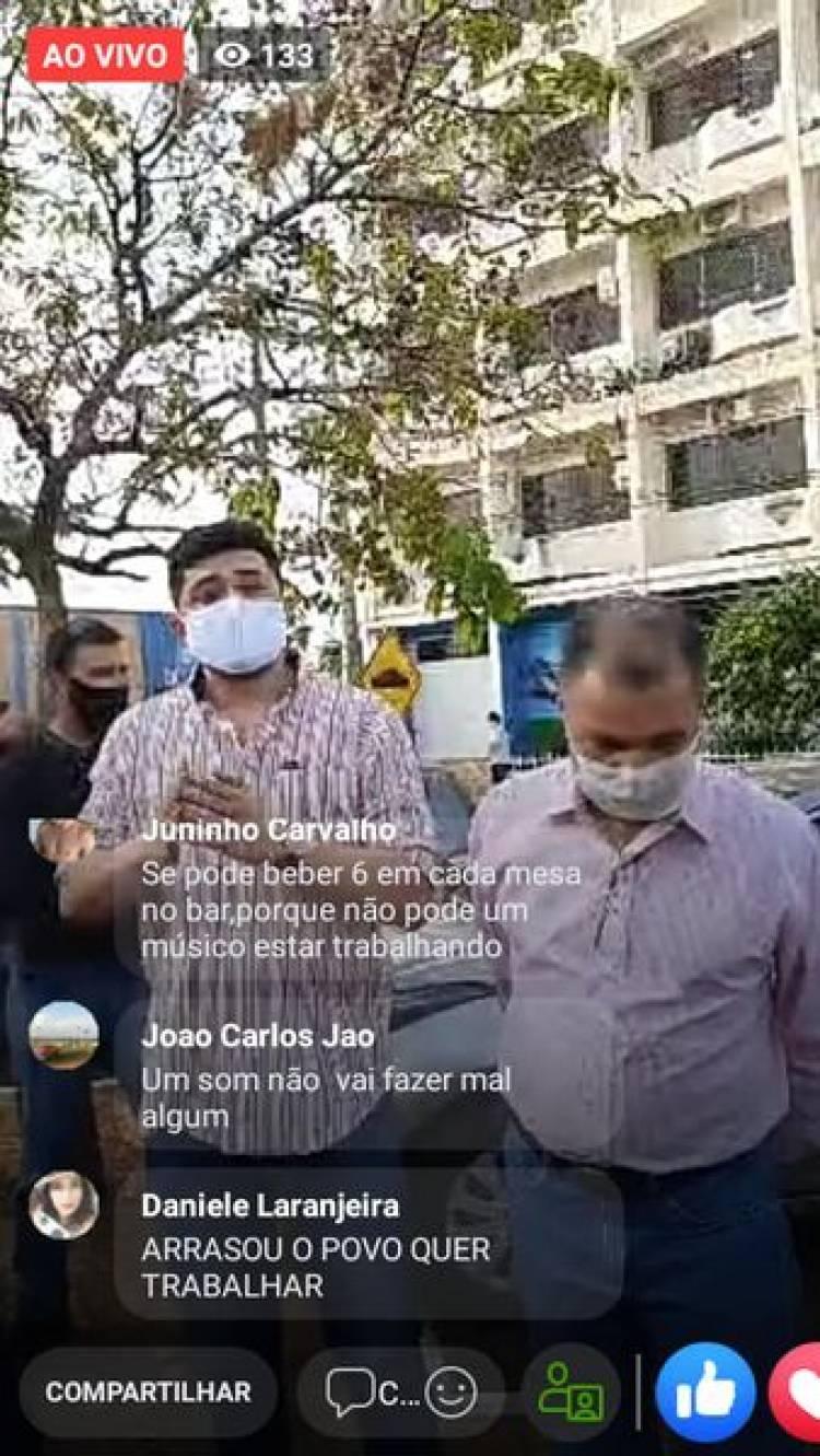 Músicos Tres lagoenses protestam em frente a Prefeitura de Três lagoas