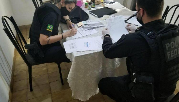 Polícia Federal cumpre mandados em Corumbá contra fraude no SUS e Bolsa Família