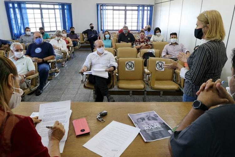 Comitê realiza primeira reunião do ano e discute ação de volta as aulas no município com representantes de escolas