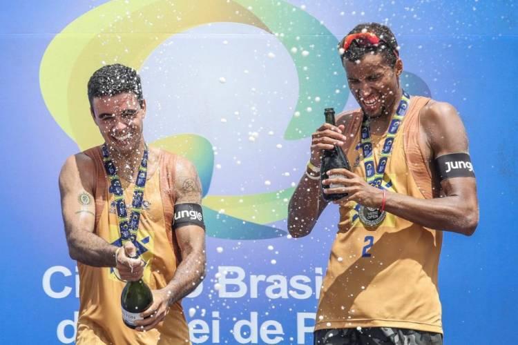 Ex-aluno da SEJUVEL, Arthur conquista medalha de ouro no Circuito Brasileiro Open de Vôlei de Praia no RJ