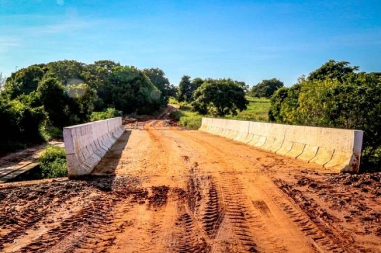 Obra da ponte de concreto do Córrego Lagoa Amarelo está em fase de finalização
