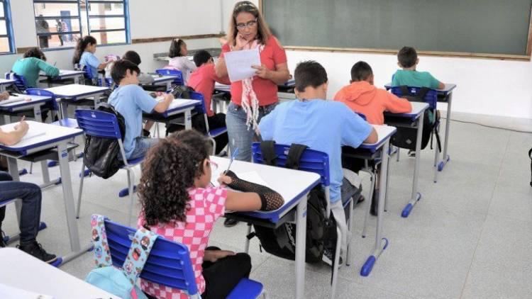 Trabalhadores da educação já podem se cadastrar para vacinação contra a covid-19