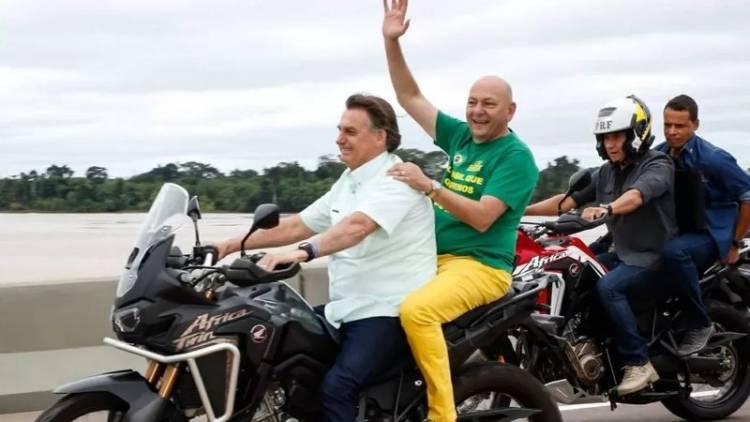 Bolsonaro e Luciano Hang 'curtem' passeio de moto em Rondônia
