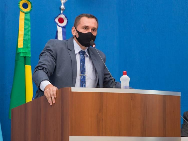 Sargento Rodrigues solicita revitalização de asfalto no Jardim Progresso