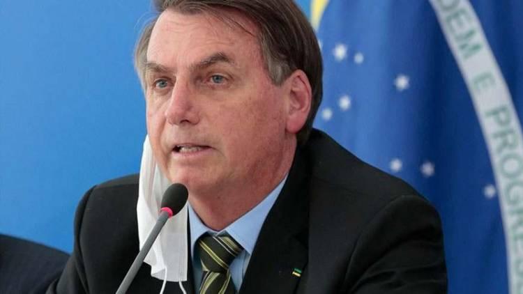 Bolsonaro é internado e cancela reunião com Poderes