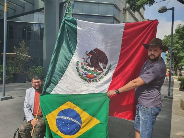 Zé Trovão e Oswaldo Eustáquio estão juntos no México