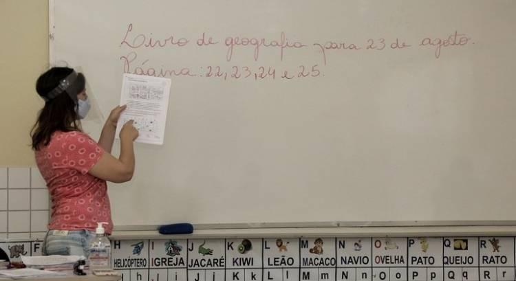 Professores brasileiros têm os piores salários da OCDE, diz estudo