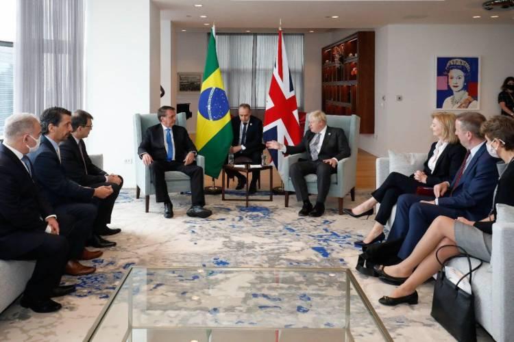 Presidente Bolsonaro se reúne com chanceler britânico nos EUA